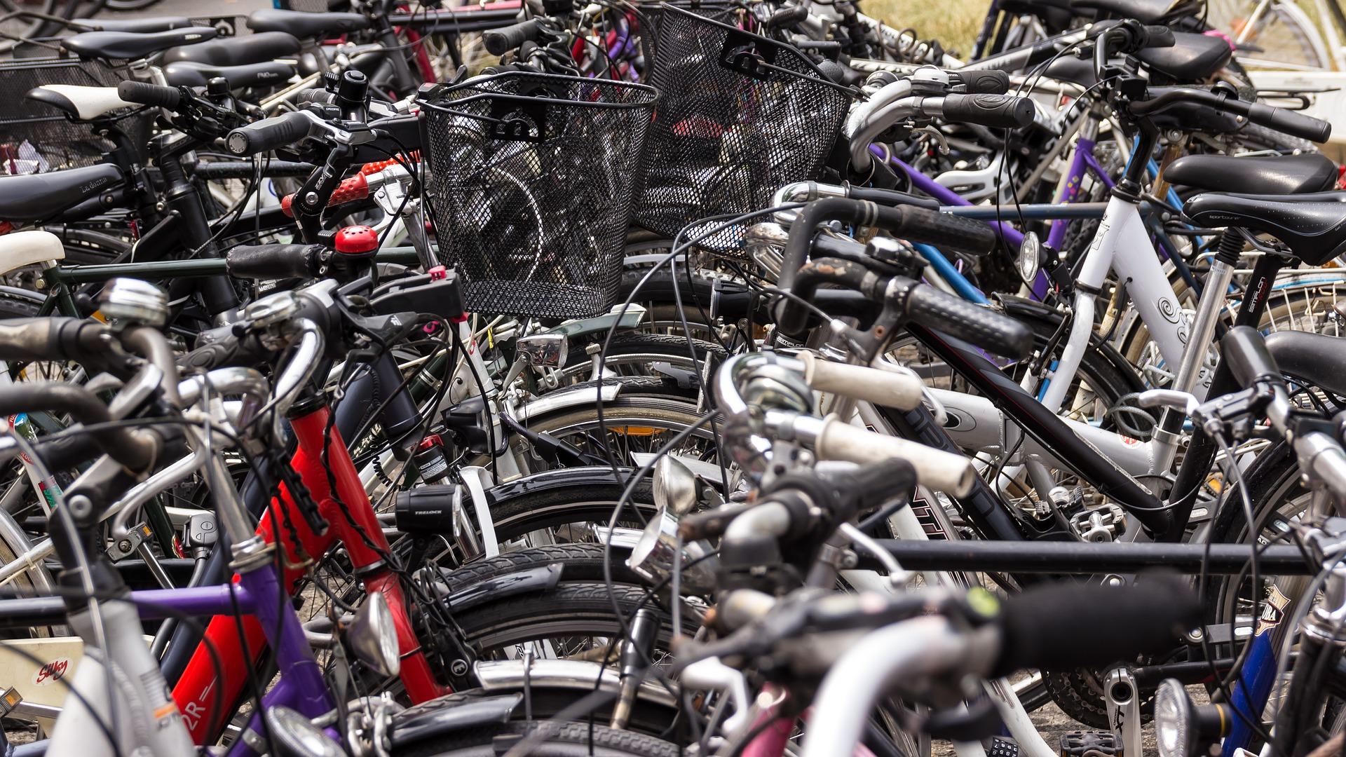 Pieniä askelia: valtuustoaloite polkupyörien pumppauspisteestä